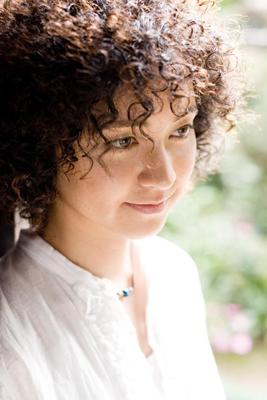 Claudia Oshiro -Wow
